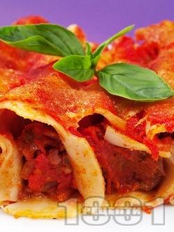 Канелони със сос Болонезе от домати, кайма, бекон, сметана и сирене пармезан печени на фурна - снимка на рецептата